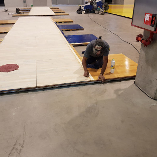 Instalación Tarima de madera en instalación deportiva
